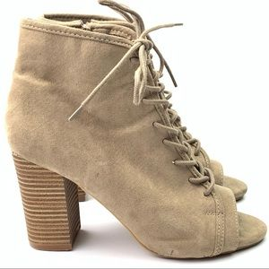 Hot tomato ankle boots size 7 beige faux suede